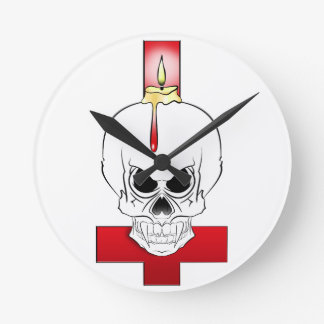 Horloge Ronde Crane à la bougie et la croix renversée