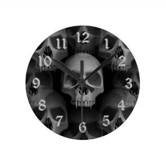 Horloge Ronde Crâne fanged gothique