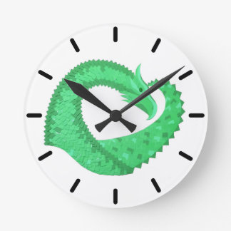 Horloge Ronde Dragon vert de coeur sur le blanc