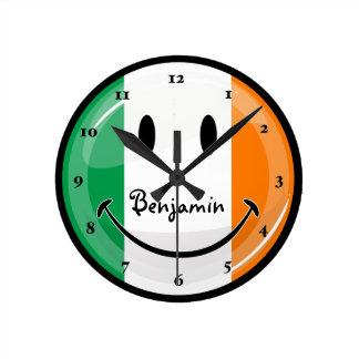 Horloge Ronde Drapeau irlandais de sourire rond