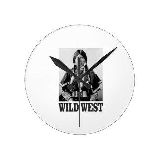 Horloge Ronde femme occidentale sauvage
