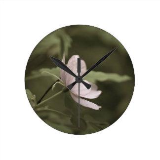 Horloge Ronde fleur pourpre aged8 de fleurs