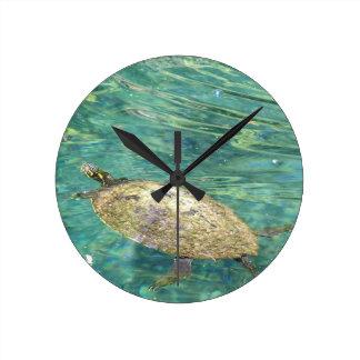 Horloge Ronde grande natation de tortue de rivière