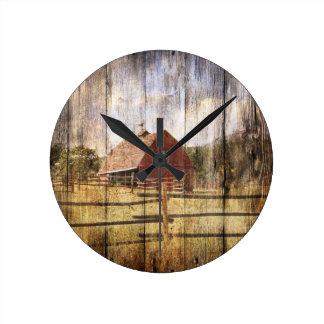 Horloge Ronde Grange rustique en bois affligée de rouge de pays