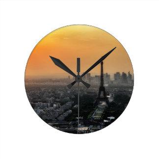 Horloge Ronde Horizon de Paris pendant le matin