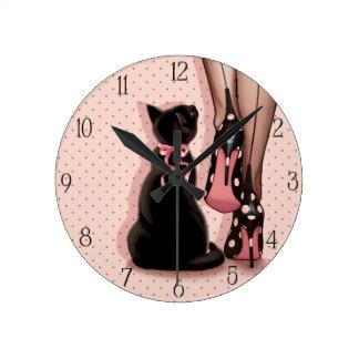 Horloge Ronde Jeune femme élégante et chat noir