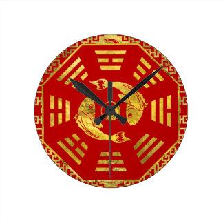 Horloge Ronde Le rouge de luxe sur des paires d'or de Koi
