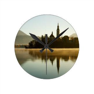 Horloge Ronde Lumière de matin au lac saigné