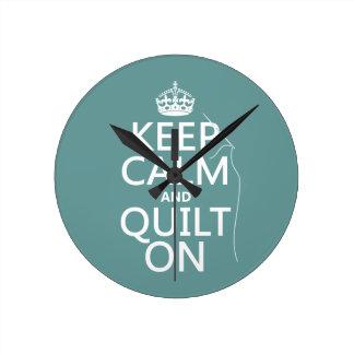 Horloge Ronde Maintenez le calme et l'édredon dessus -