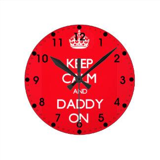 Horloge Ronde Maintenez le papa calme rouge