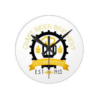 Horloge Ronde Modèle de conception de logo de bière avec la
