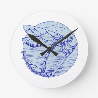 Horloge Ronde Montagnes de libellule dans le dessin d'ailes