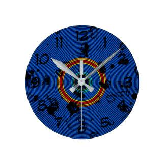 Horloge Ronde Motif circulaire d'abrégé sur bleu de ciel