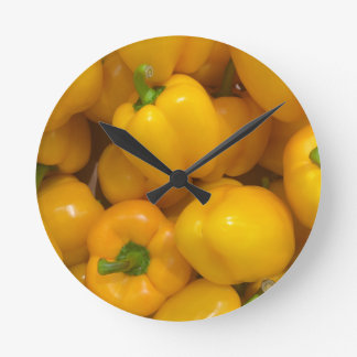 Horloge Ronde Motif végétal de paprika jaune