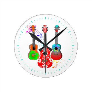 Horloge Ronde Musique tropicale de joueur d'ukulélé d'île