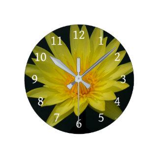 Horloge Ronde Nénuphar jaune de Lotus