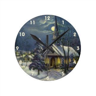 Horloge Ronde Noël vintage, église d'hiver dans la neige avec la