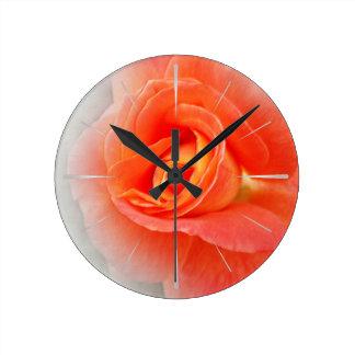 Horloge Ronde nuances de rose en pastel