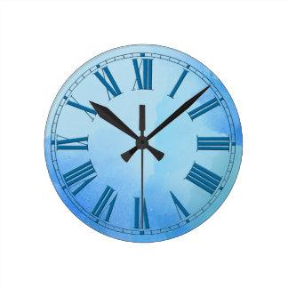 Horloge Ronde Nuances débordantes d'effet bleu d'aquarelle