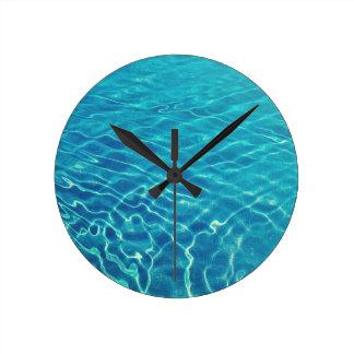 Horloge Ronde Ondulations et motifs de vague sur le cristal -
