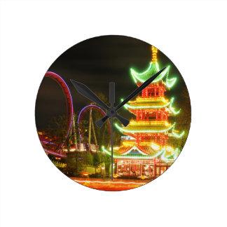 Horloge Ronde Pagoda chinoise la nuit