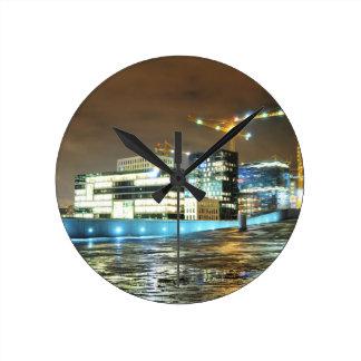 Horloge Ronde Paysage urbain la nuit à Oslo, Norvège