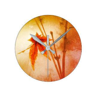 Horloge Ronde Portrait rustique de feuillage d'érable japonais