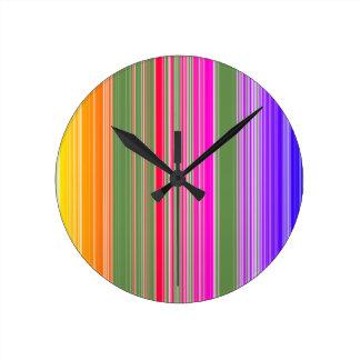 Horloge Ronde Rayures colorées folles de couleurs lumineuses