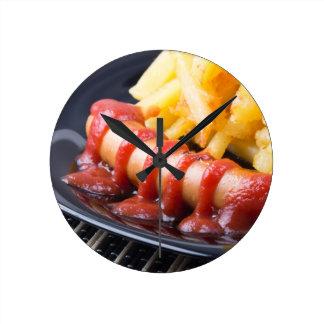 Horloge Ronde Saucisses grillées et pomme de terre frite
