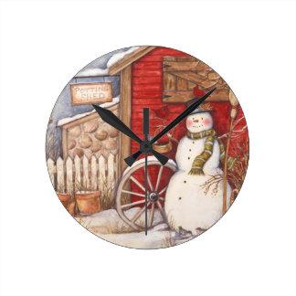 Horloge Ronde Scène rustique d'hiver de bonhomme de neige