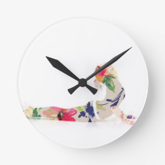 Horloge Ronde Série florale de pose de yoga de cobra