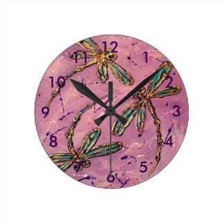 Horloge Ronde Sifflement de rose de libellules