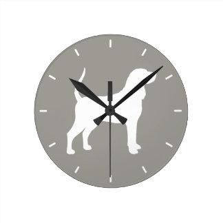 Horloge Ronde Silhouette noire et bronzage de Coonhound