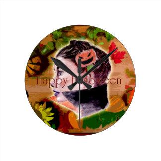 Horloge Ronde Sorcière heureuse et Jack-o'-lantern de Halloween