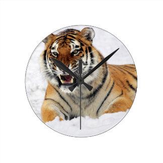 Horloge Ronde Tigre dans la neige