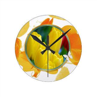 Horloge Ronde Tulipes jaunes dans le cadre rond coloré