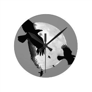 Horloge Ronde Un meurtre des corneilles et de la lune