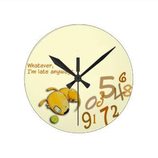 """Horloge Ronde Yelodoggie """"je suis en retard de toute façon"""""""