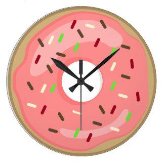 Horloge rose de beignet