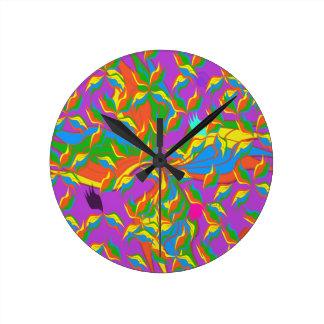 horloge rose foncée décorative