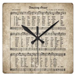 Horloge vintage de musique de feuille d'hymne de
