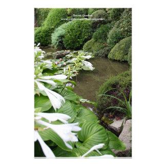 Hosta dans un jardin de zen papier à lettre customisable