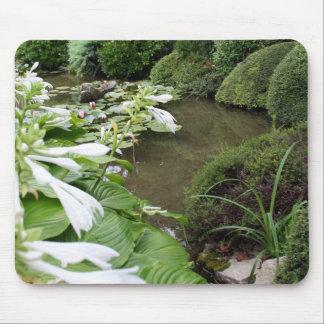 Hosta dans un jardin de zen tapis de souris