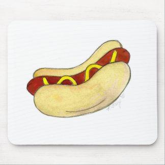 Hot dog de hot-dog avec de la moutarde sur le tapis de souris