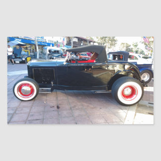 Hot rod noir avec les pneus blancs de mur au Car Sticker Rectangulaire