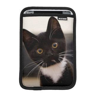Housse iPad Mini Chaton noir et blanc mignon de smoking