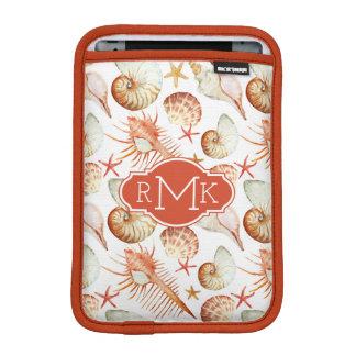 Housse iPad Mini Corail avec les coquilles et le monogramme du