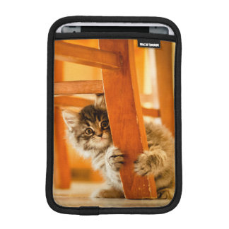 Housse iPad Mini Kitty sous la chaise