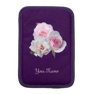 Housse iPad Mini Trois roses roses. Motif floral. Ajoutez le nom