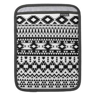 Housse iPad Motif géométrique aztèque noir et blanc de vecteur